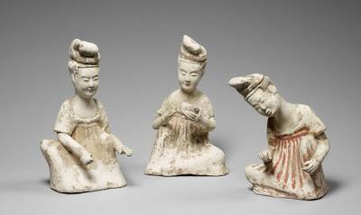 CdT - MG Cat-08 - Trois figurines féminines préparant le thé
